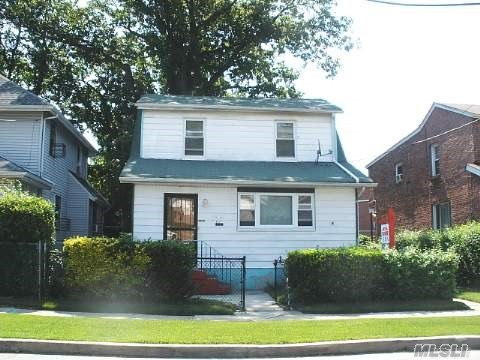Photo of home for sale at 131-61 222nd St, Springfield Gdns NY