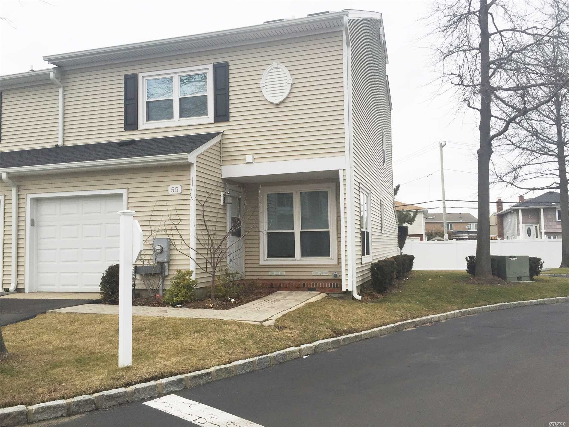 Photo of home for sale at 100 Baker Ct, Island Park NY