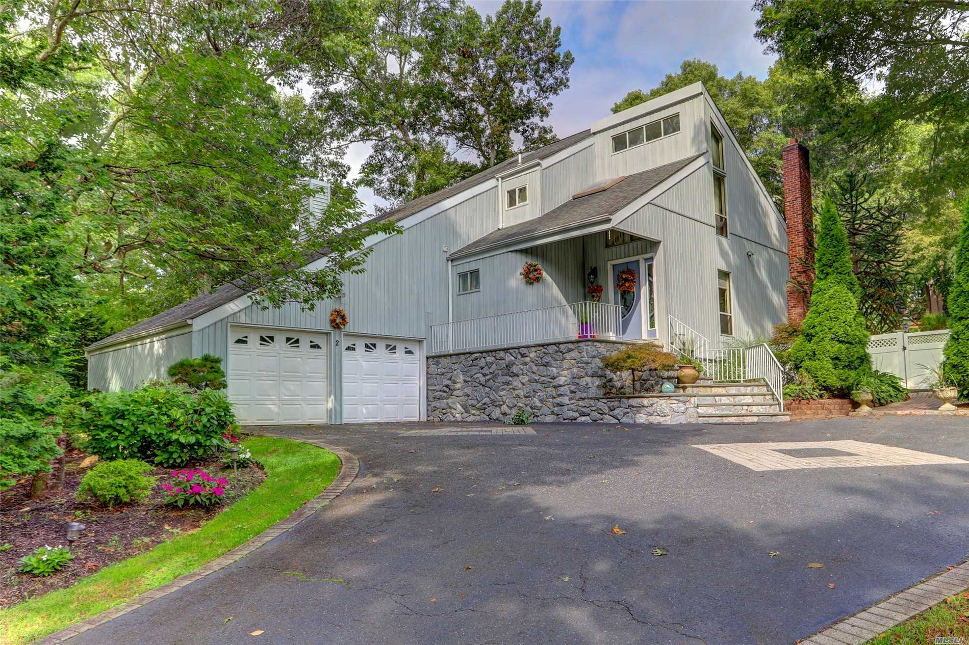 Photo of home for sale at 2 Alpine Ct, Smithtown NY