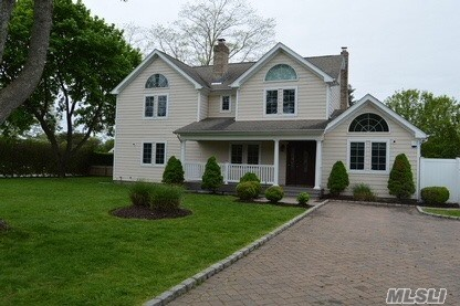 Photo of home for sale at 27 Tanners Neck Ln, Westhampton NY