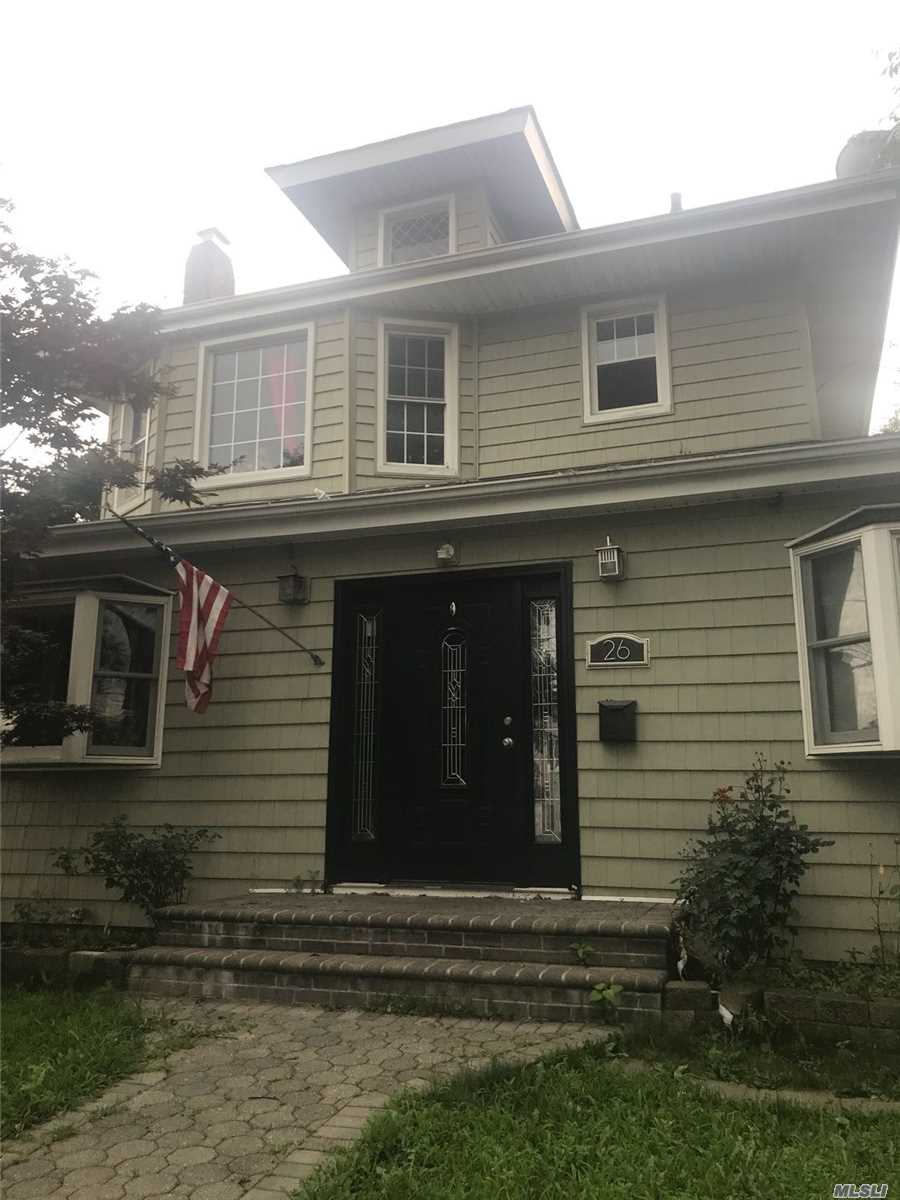 Photo of home for sale at 26 Prospect Pl, Hempstead NY