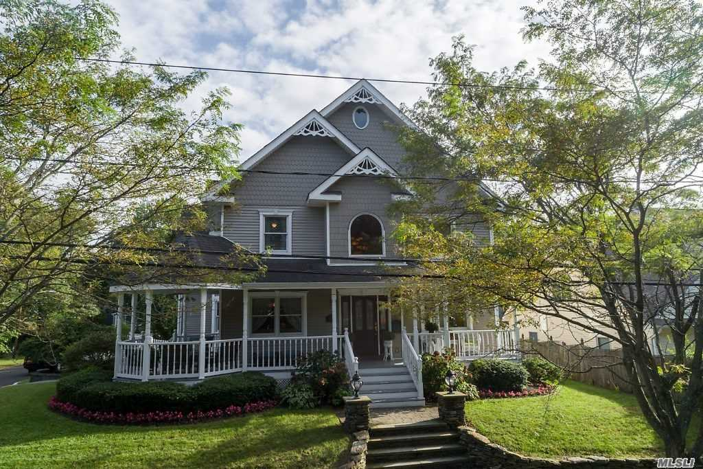 Photo of home for sale at 70 Washington Pl, Northport NY