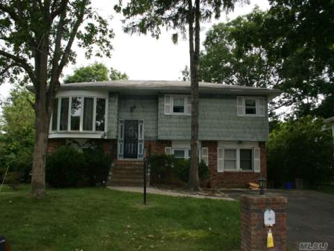 Photo of home for sale at 52 The Blvd, Amityville NY