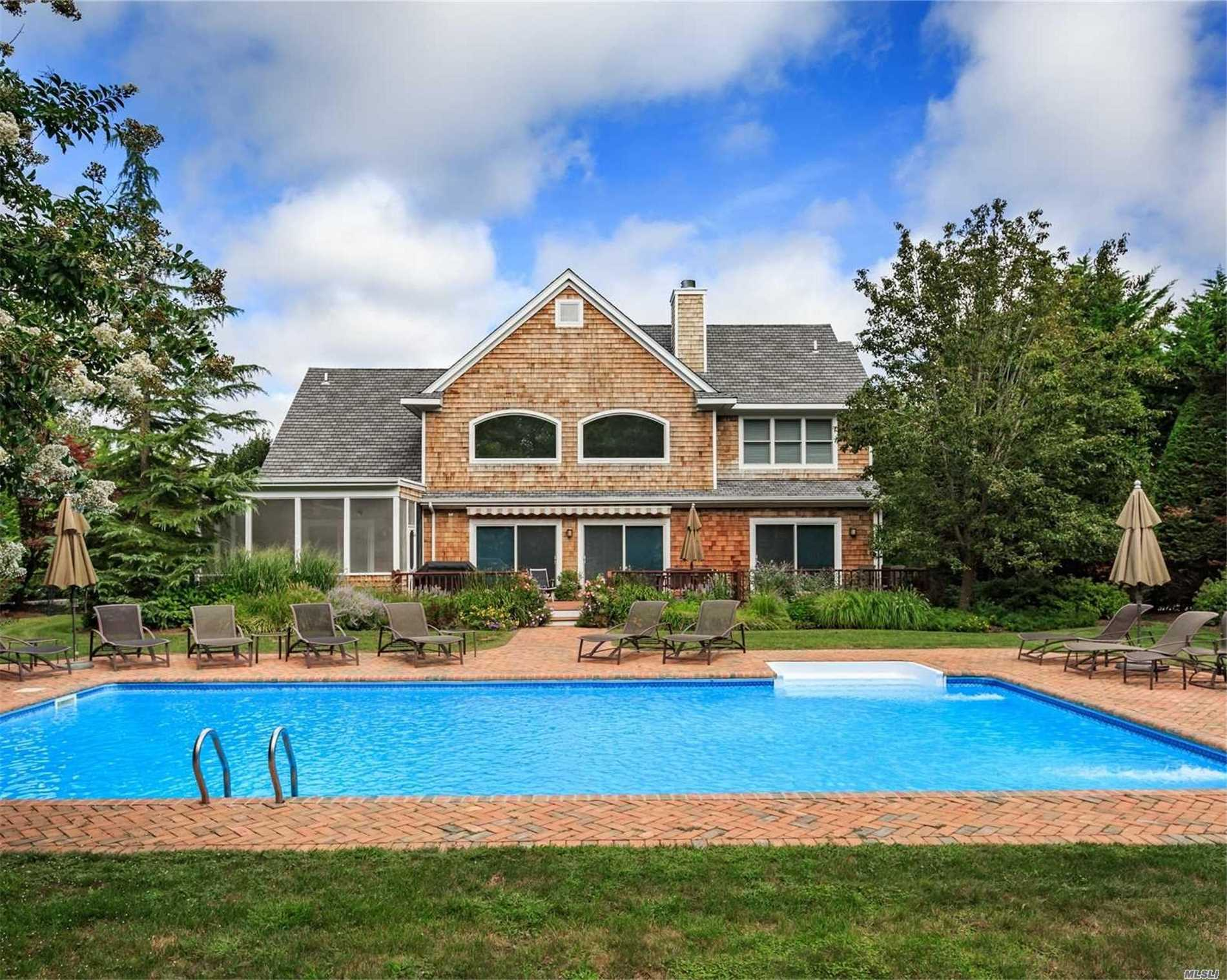 Photo of home for sale at 28 Post Fields Ln, Quogue NY