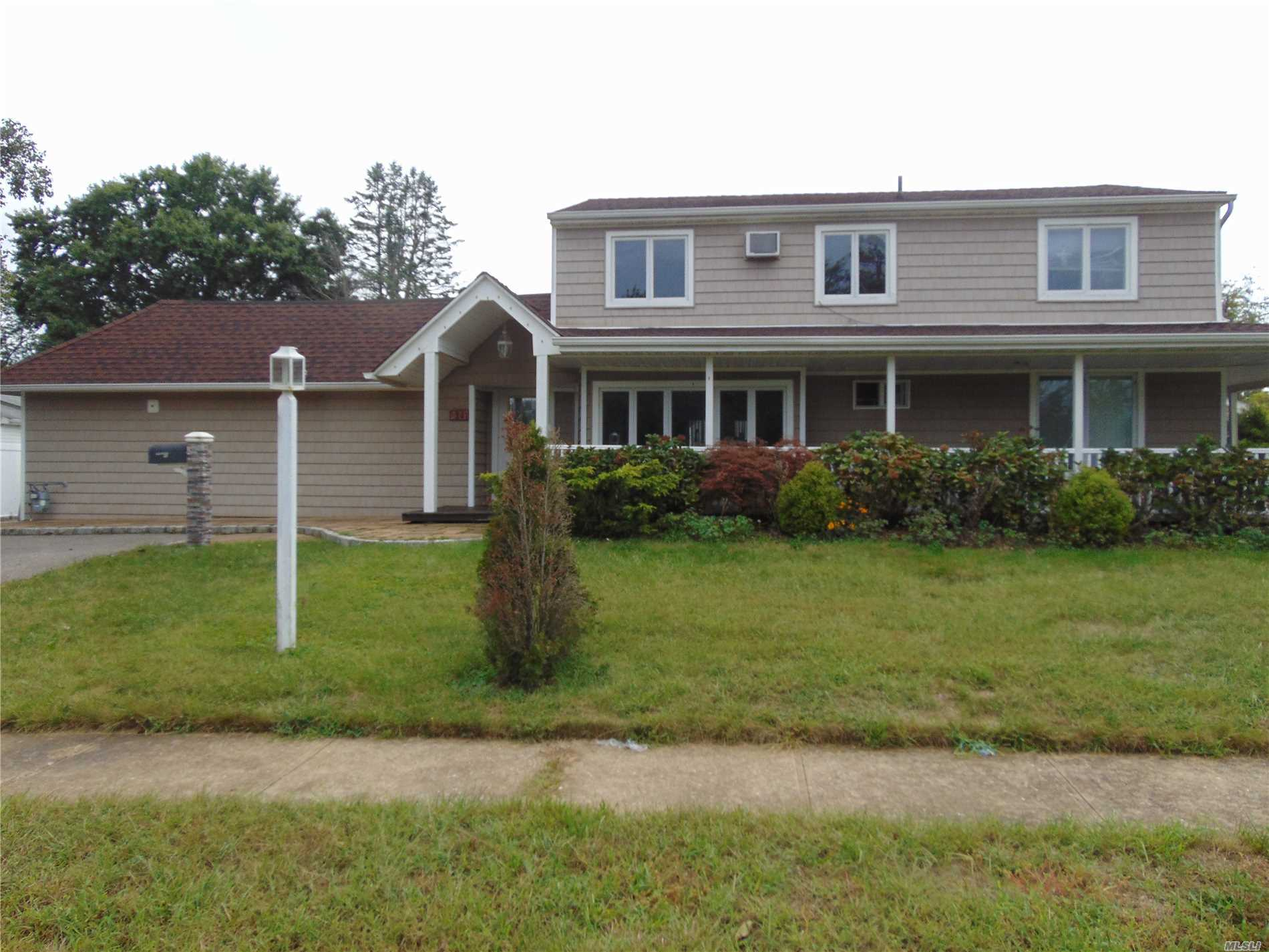 Photo of home for sale at 241 Red Maple Dr S, Levittown NY