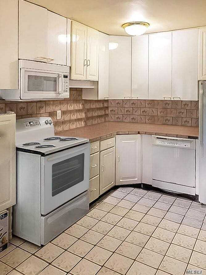 Photo of home for sale at 700 Broadway, Amityville NY