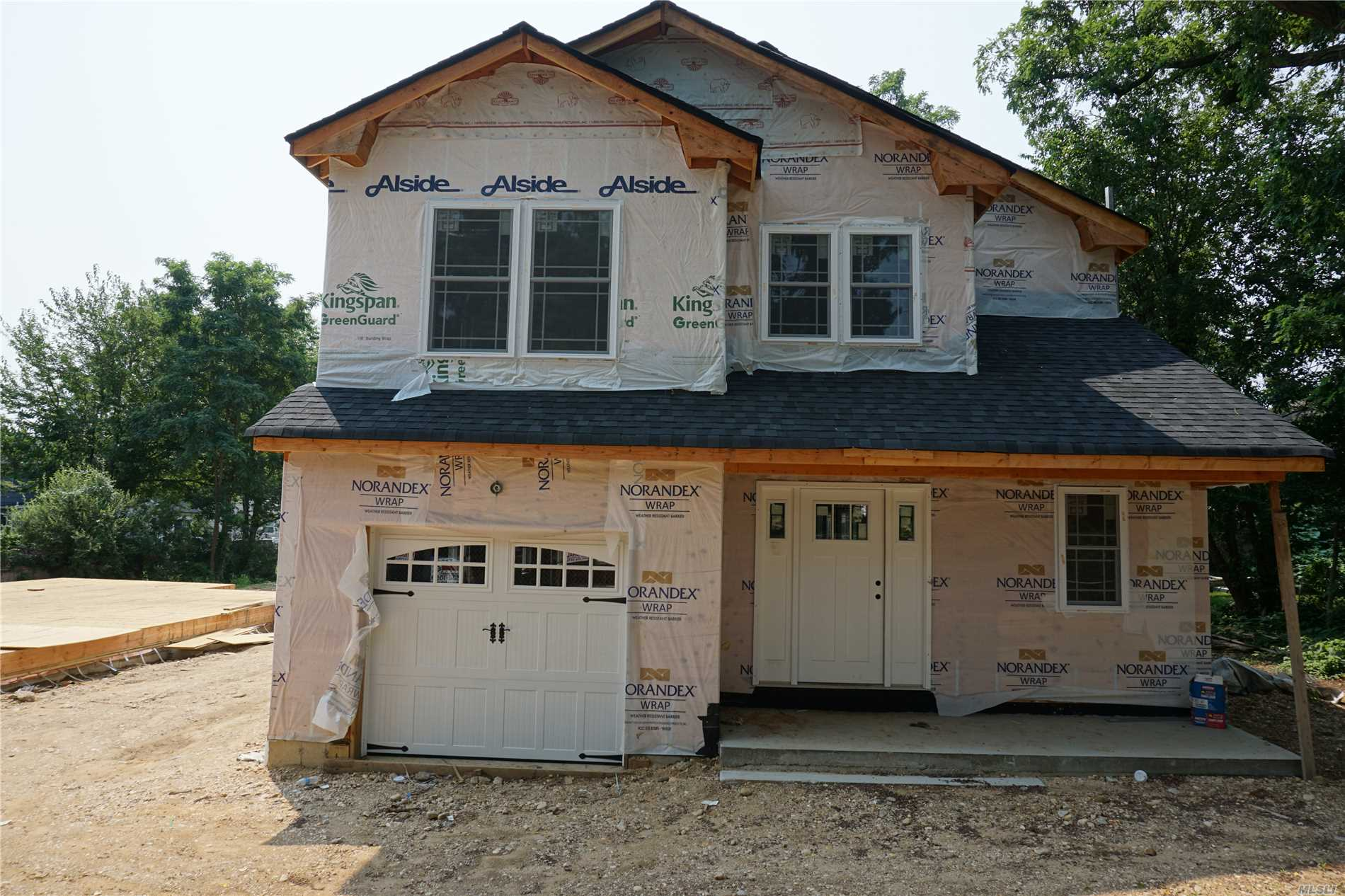 Photo of home for sale at 18 Locust Ave, Bayville NY