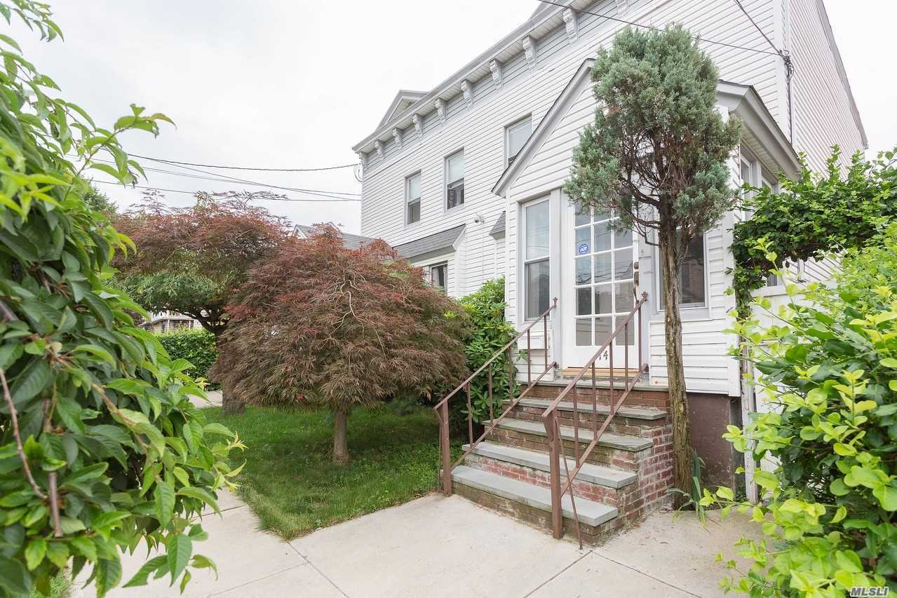 Photo of home for sale at 148-14 11Th Ave, Whitestone NY