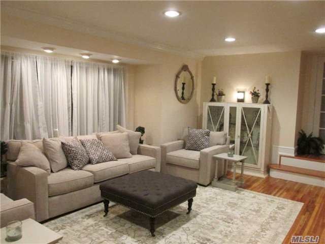 Photo of home for sale at 17 Detmer Rd, East Setauket NY