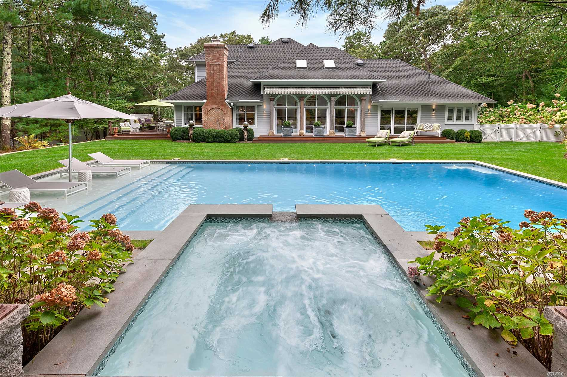 Photo of home for sale at 9 Bull Path Close, East Hampton NY
