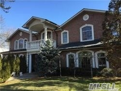 Photo of home for sale at 25 Walters Pl, Great Neck NY