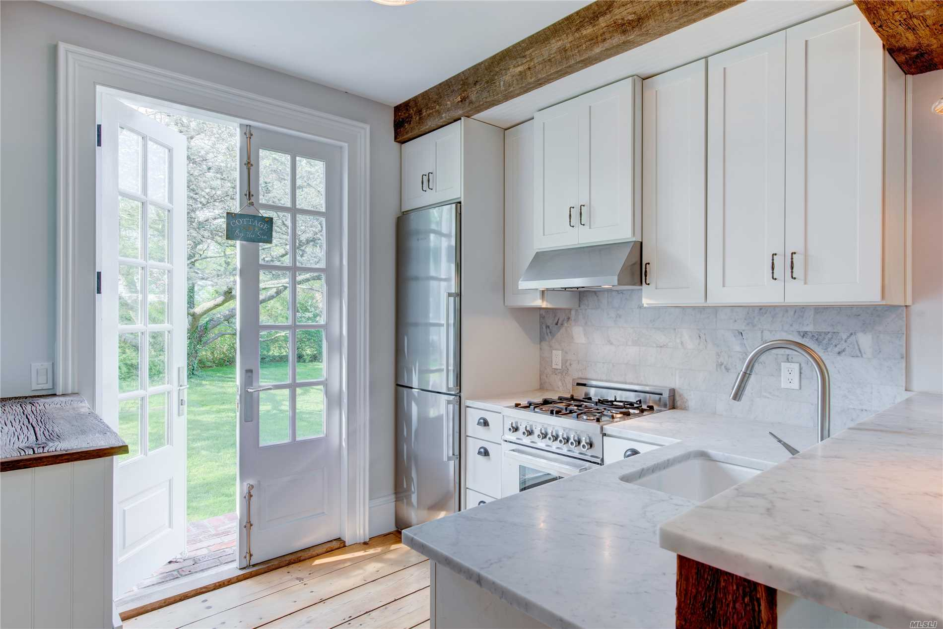 Photo of home for sale at 475 Youngs Ave, Southold NY
