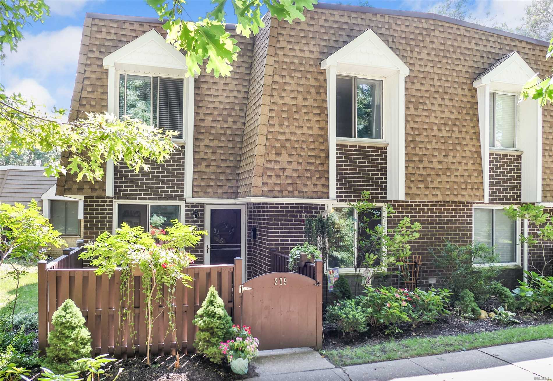 Property for sale at 279 Sagamore Hills Dr, Pt.Jefferson Sta,  NY 11776