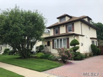 Photo of home for sale at 70 Brower Ave, Rockville Centre NY