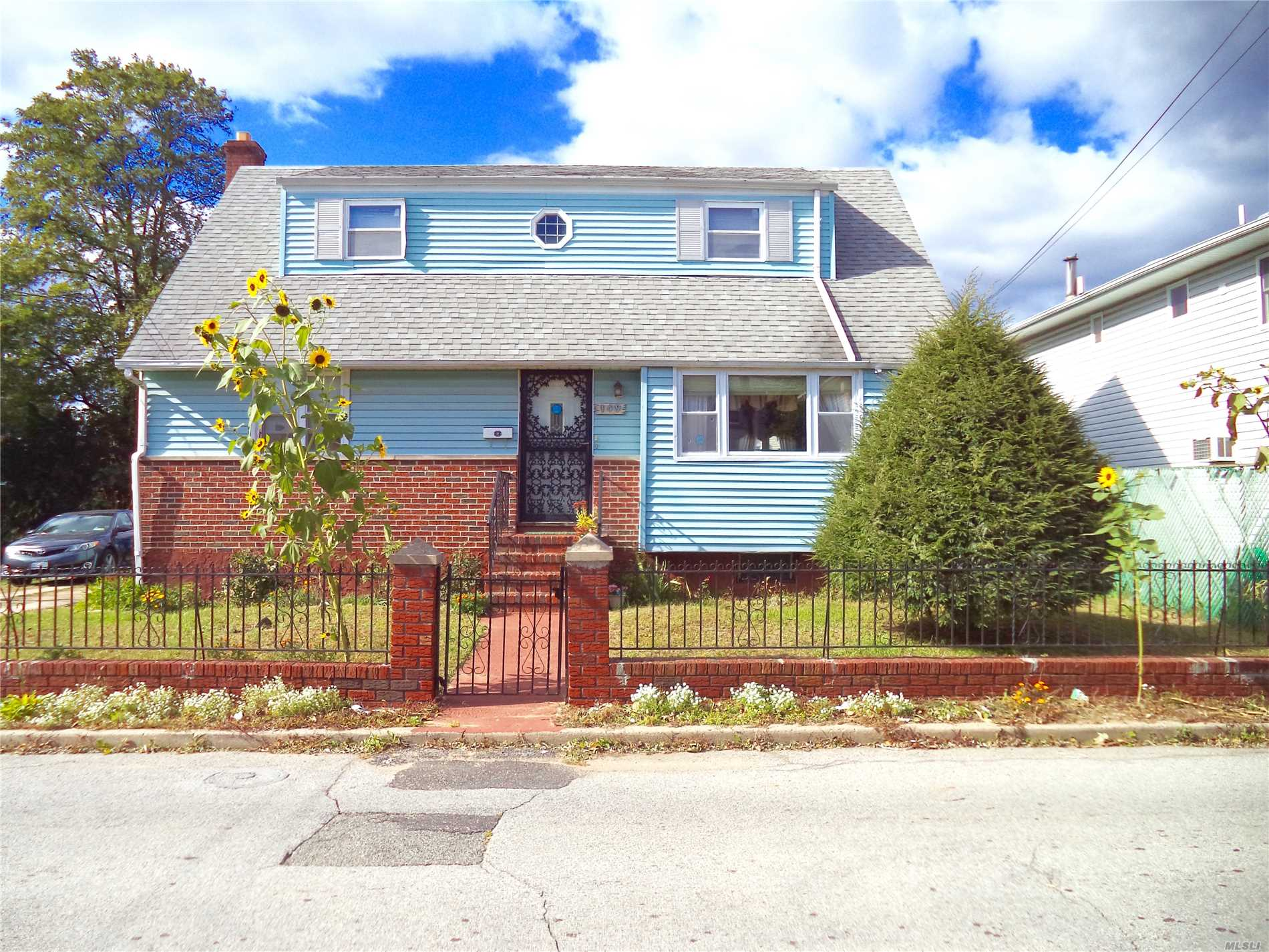 Photo of home for sale at 149 Marguerite Ave, Elmont NY