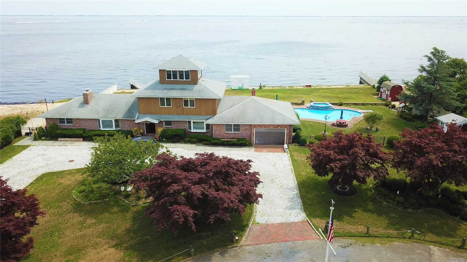 Photo of home for sale at 5 Dietz Ct, Blue Point NY