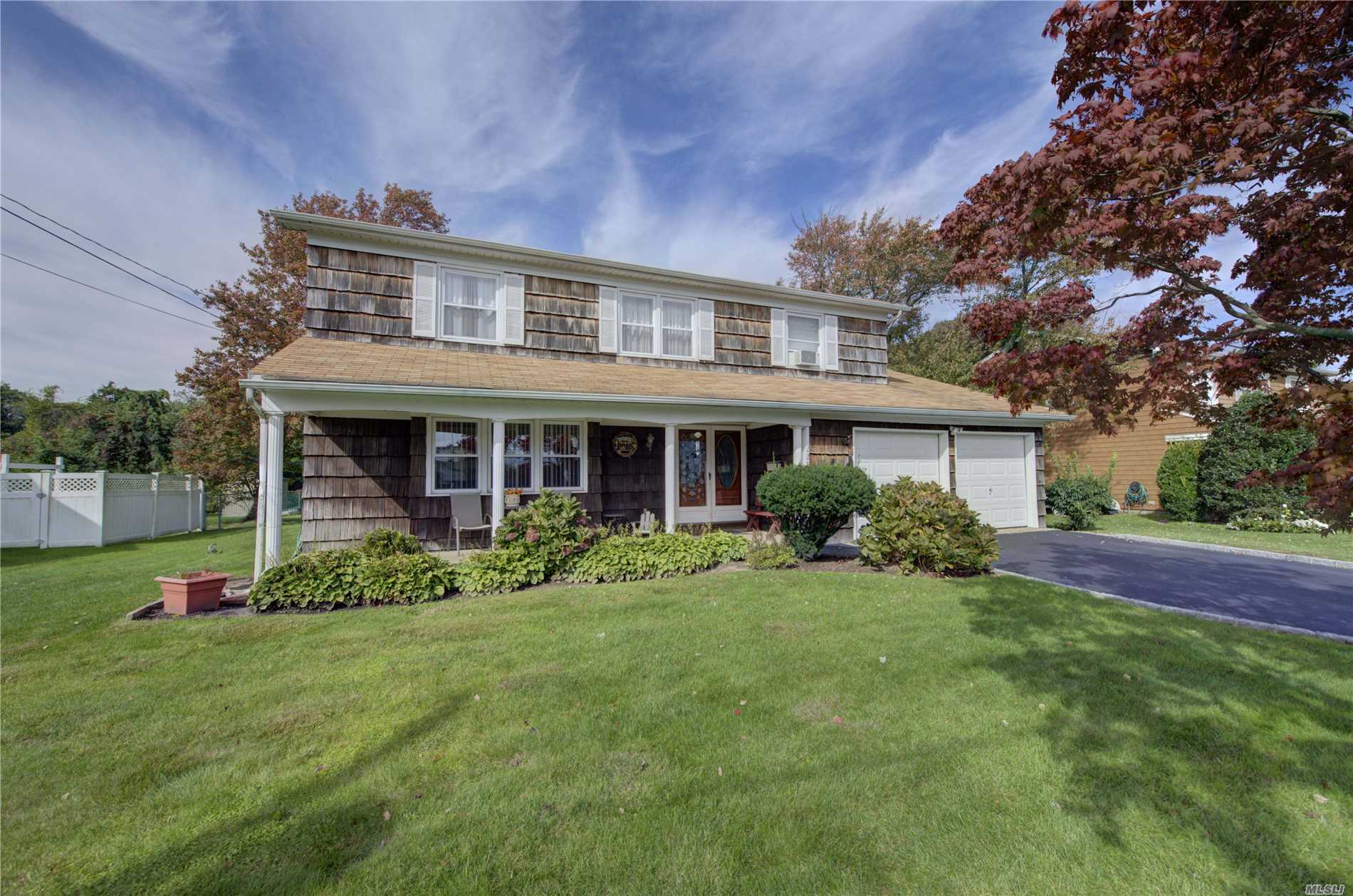 Photo of home for sale at 229 Sandpiper Ln, West Babylon NY