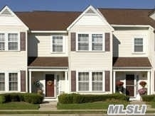 Photo of home for sale at 24 Stratford Grn, Farmingdale NY