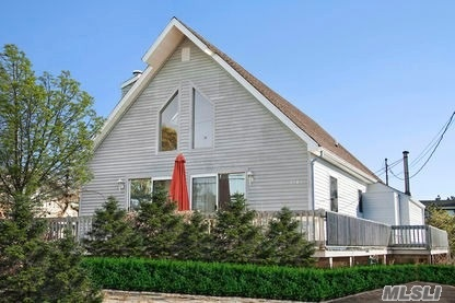 Photo of home for sale at 1906 Montauk Hwy, Amagansett NY