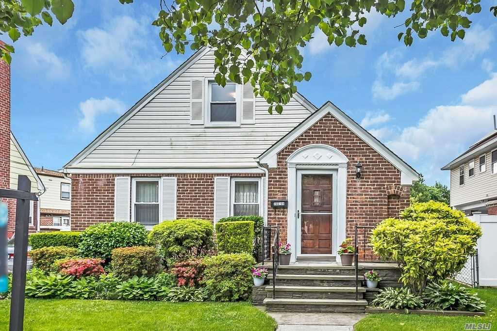 Property for sale at 266-08 E Williston Ave, Floral Park,  New York 11001