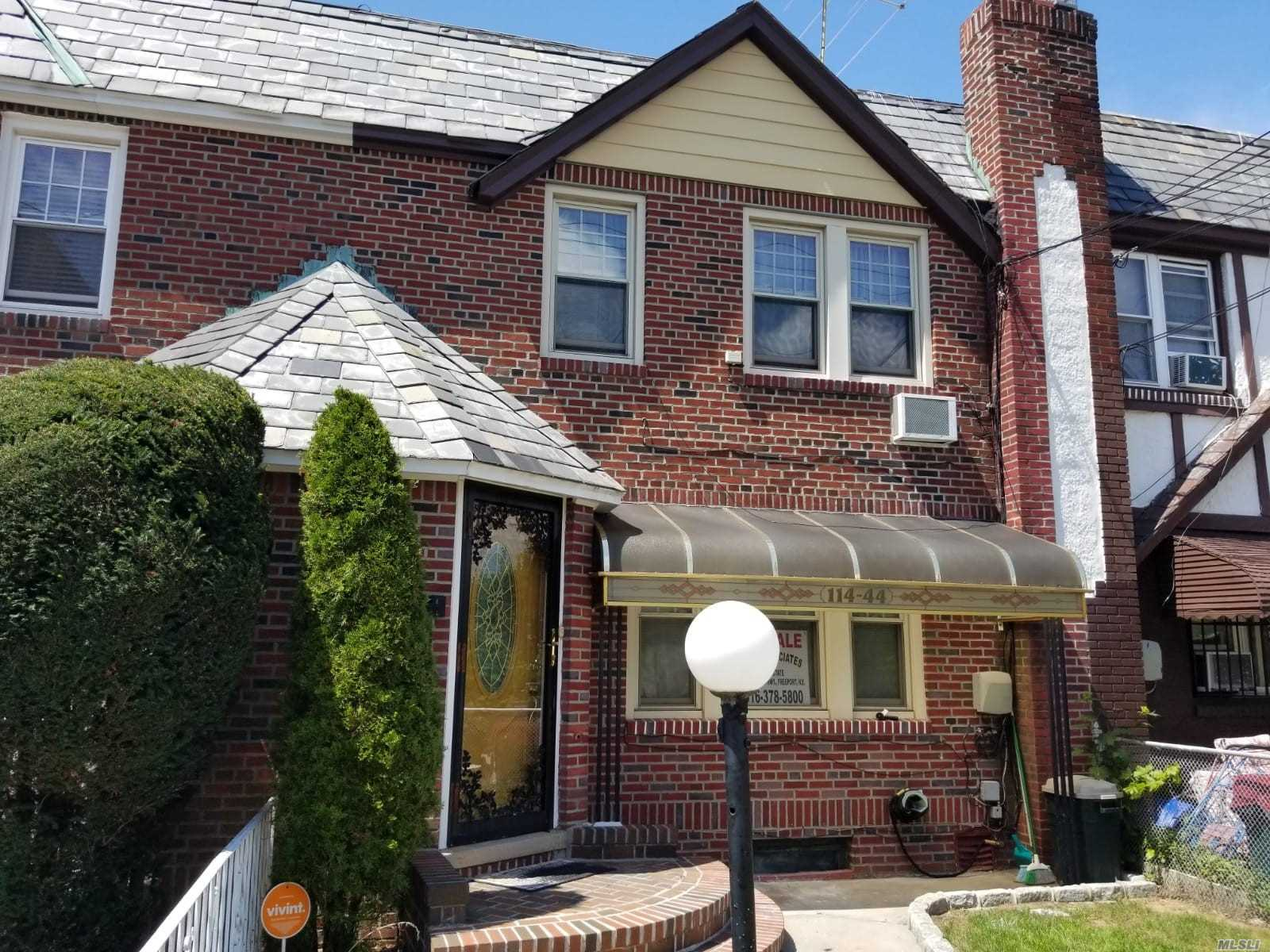 Photo of home for sale at 114-44 201 St, St. Albans NY
