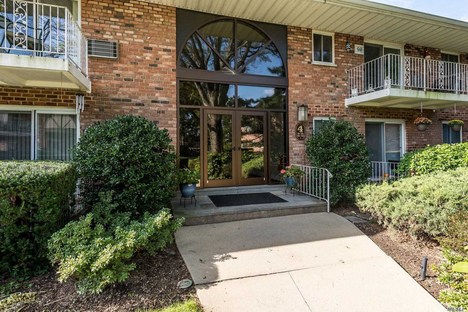 Property for sale at 1 Toms Point Ln, Port Washington,  NY 11050