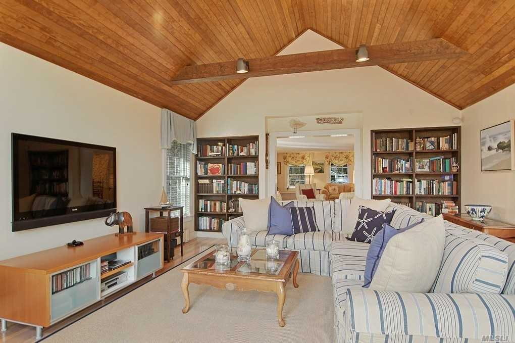 Photo of home for sale at 485 Main St, Westhampton Bch NY