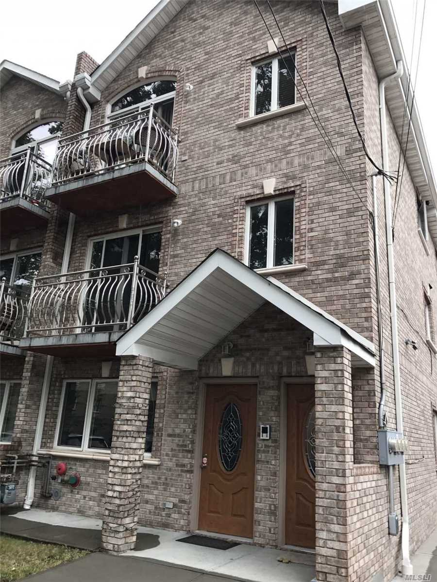 Photo of home for sale at 40-35 191 St, Flushing NY
