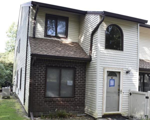 Property for sale at 354 Clubhouse Ct, Coram,  NY 11727