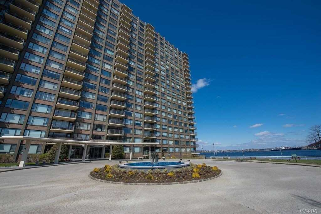 Photo of home for sale at 166-25 Powells Cove Blv, Beechhurst NY