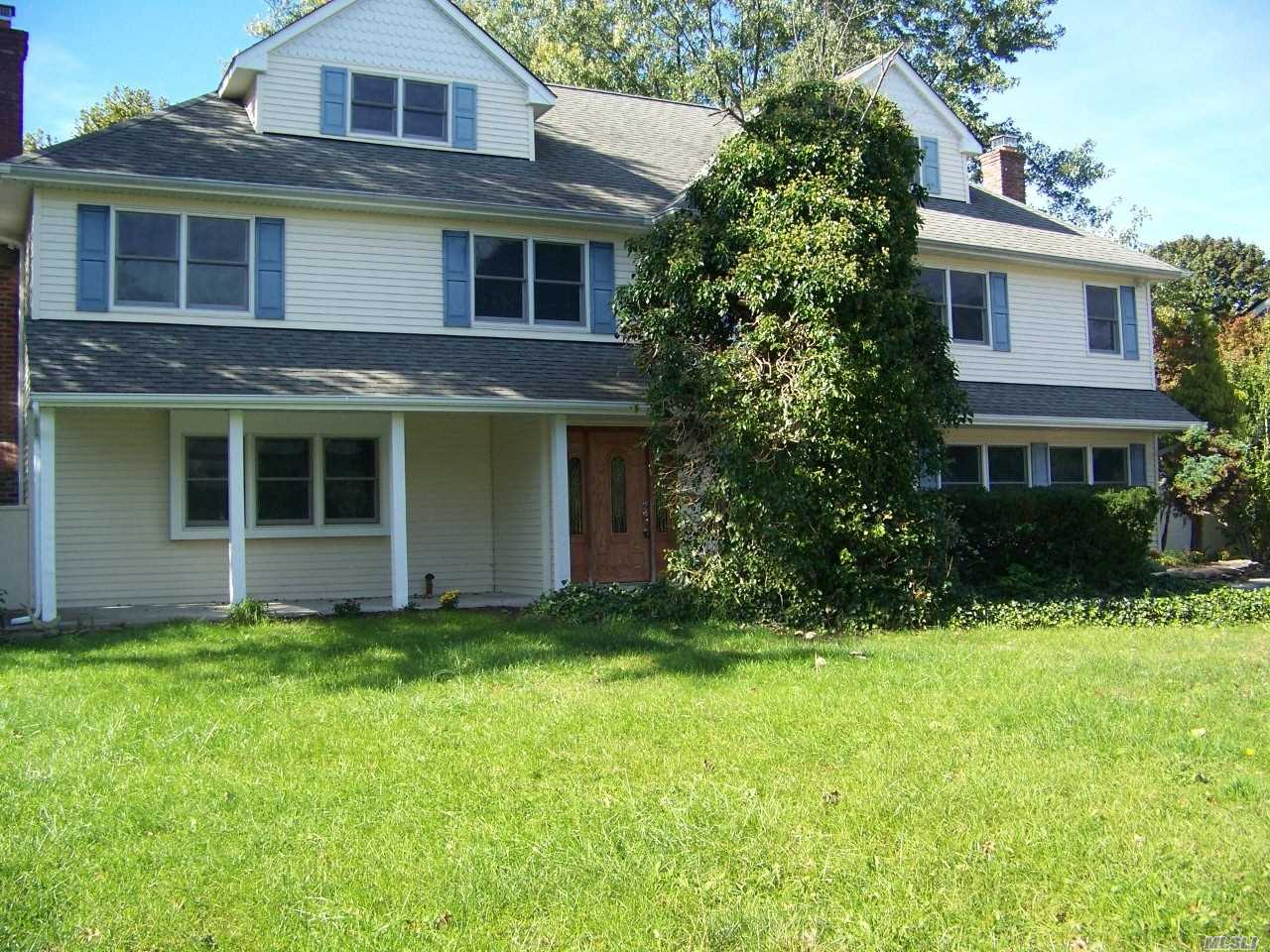 Photo of home for sale at 18 Orbit Dr, Stony Brook NY