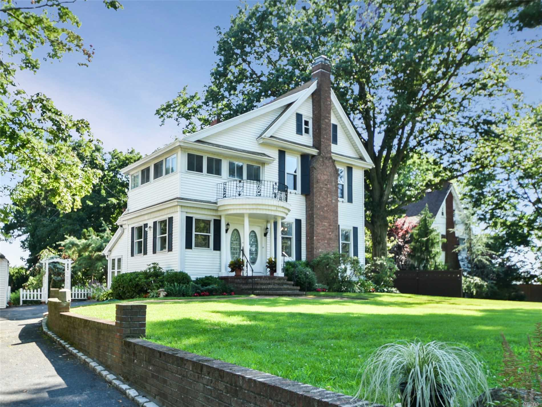 Photo of home for sale at 26 Cherry St, Douglaston NY