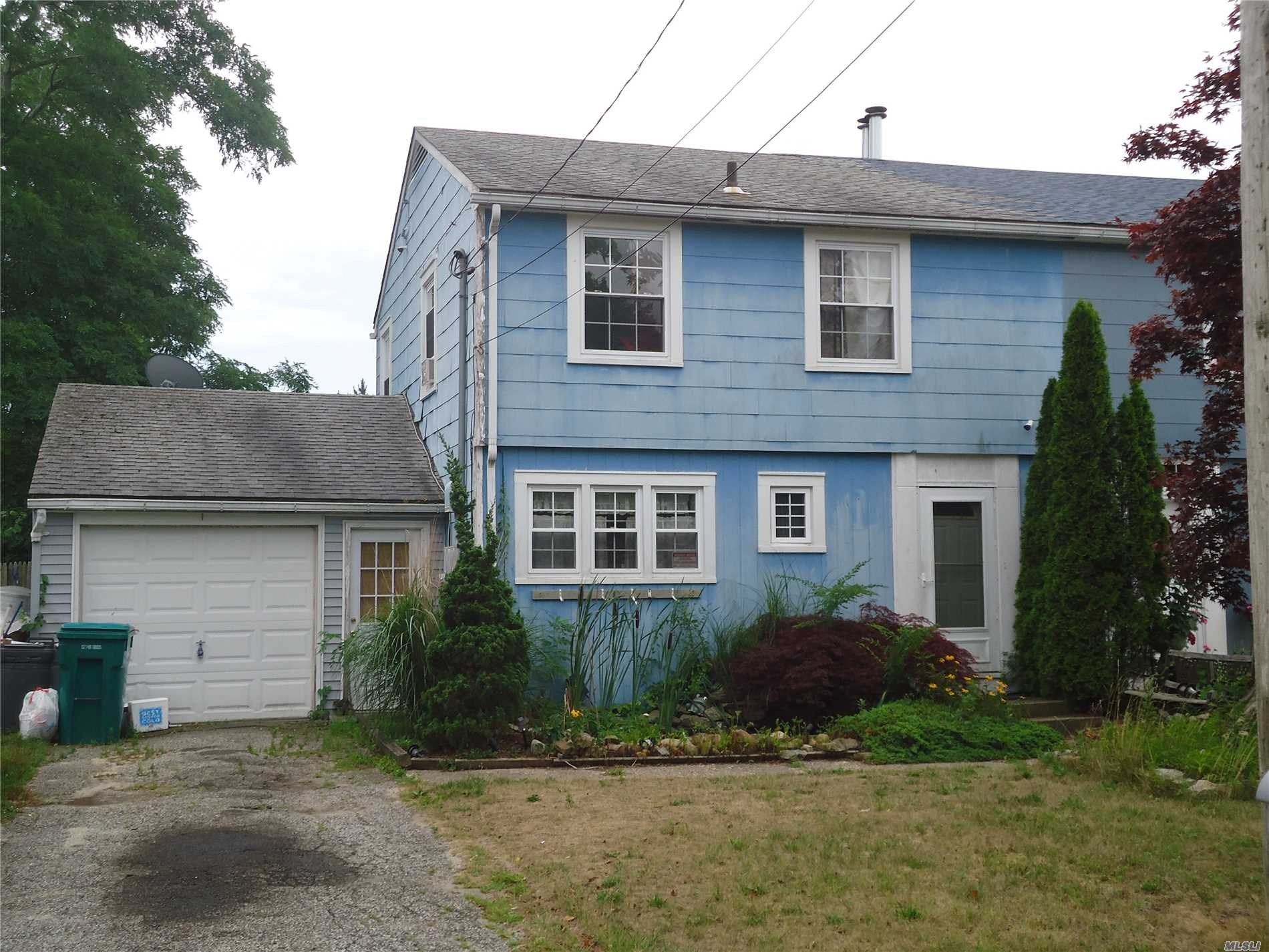 Photo of home for sale at 662 A Arnold St, Westhampton NY