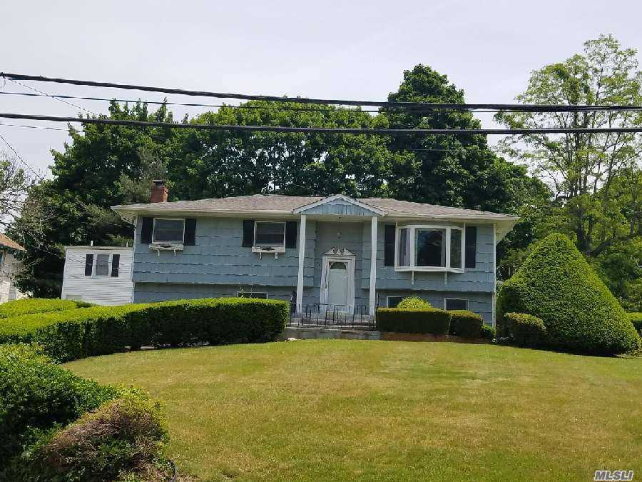 Photo of home for sale at 71 Woodhull Rd, Huntington NY