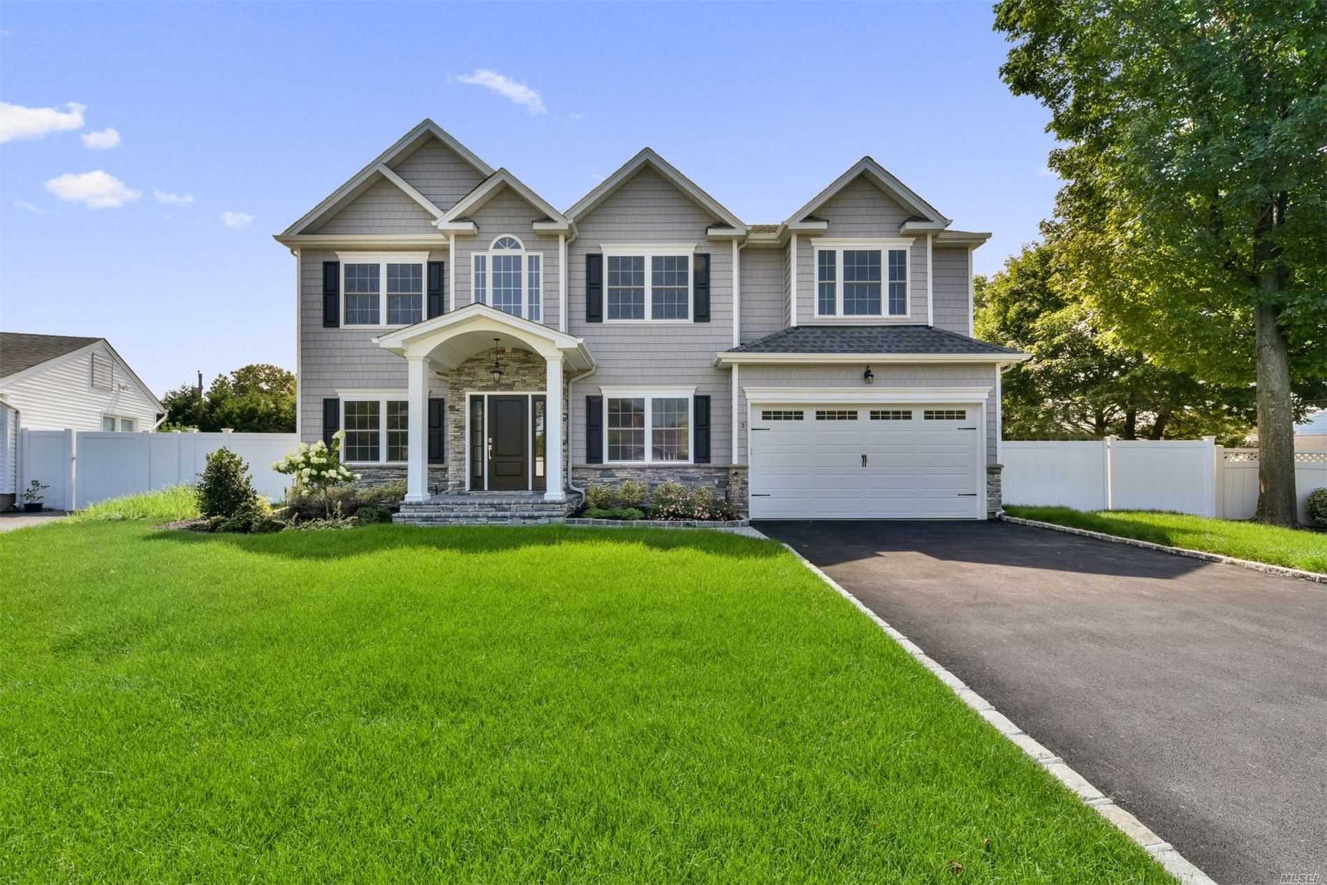 Photo of home for sale at 3 Crocus Dr, Syosset NY
