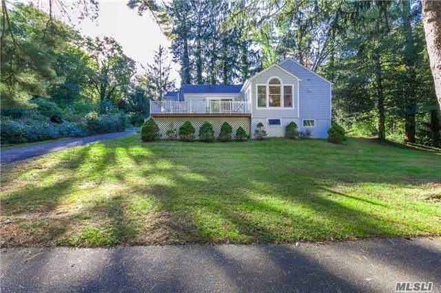 Photo of home for sale at 180 Harbor Rd, Stony Brook NY