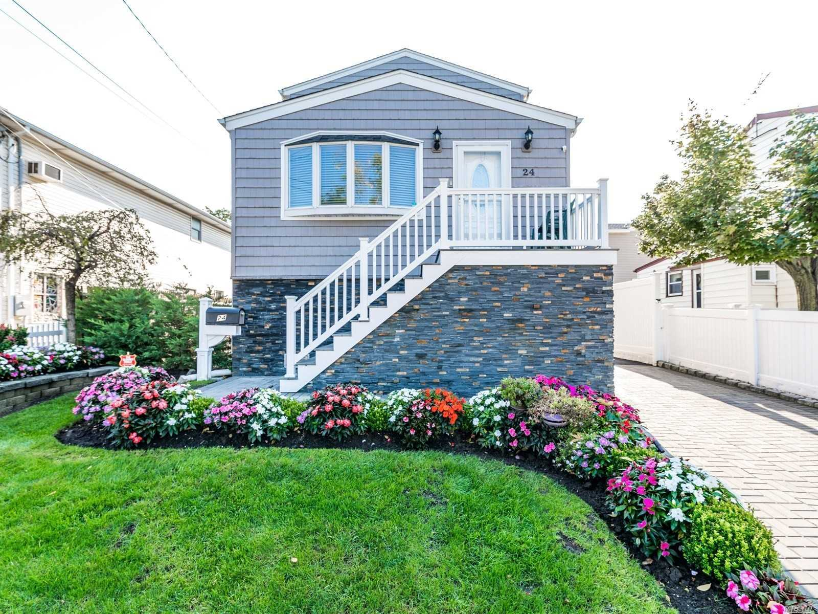 Photo of home for sale at 24 East Blvd, East Rockaway NY