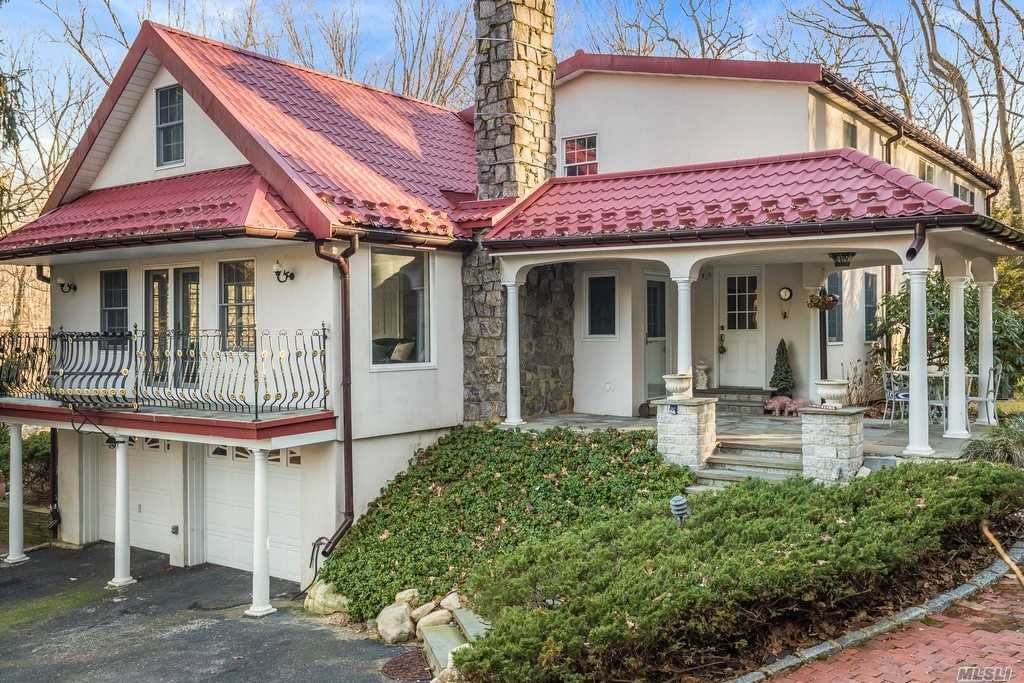 Property for sale at 33 Tennis Court Rd, Cove Neck,  NY 11771