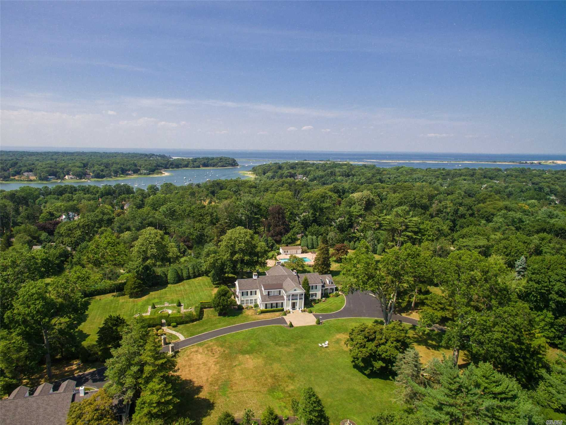 Photo of home for sale at 15 Braemer Rd, Setauket NY