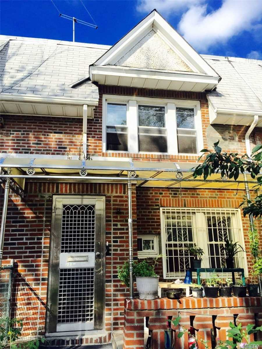 Photo of home for sale at 153-35 60 Ave, Flushing NY