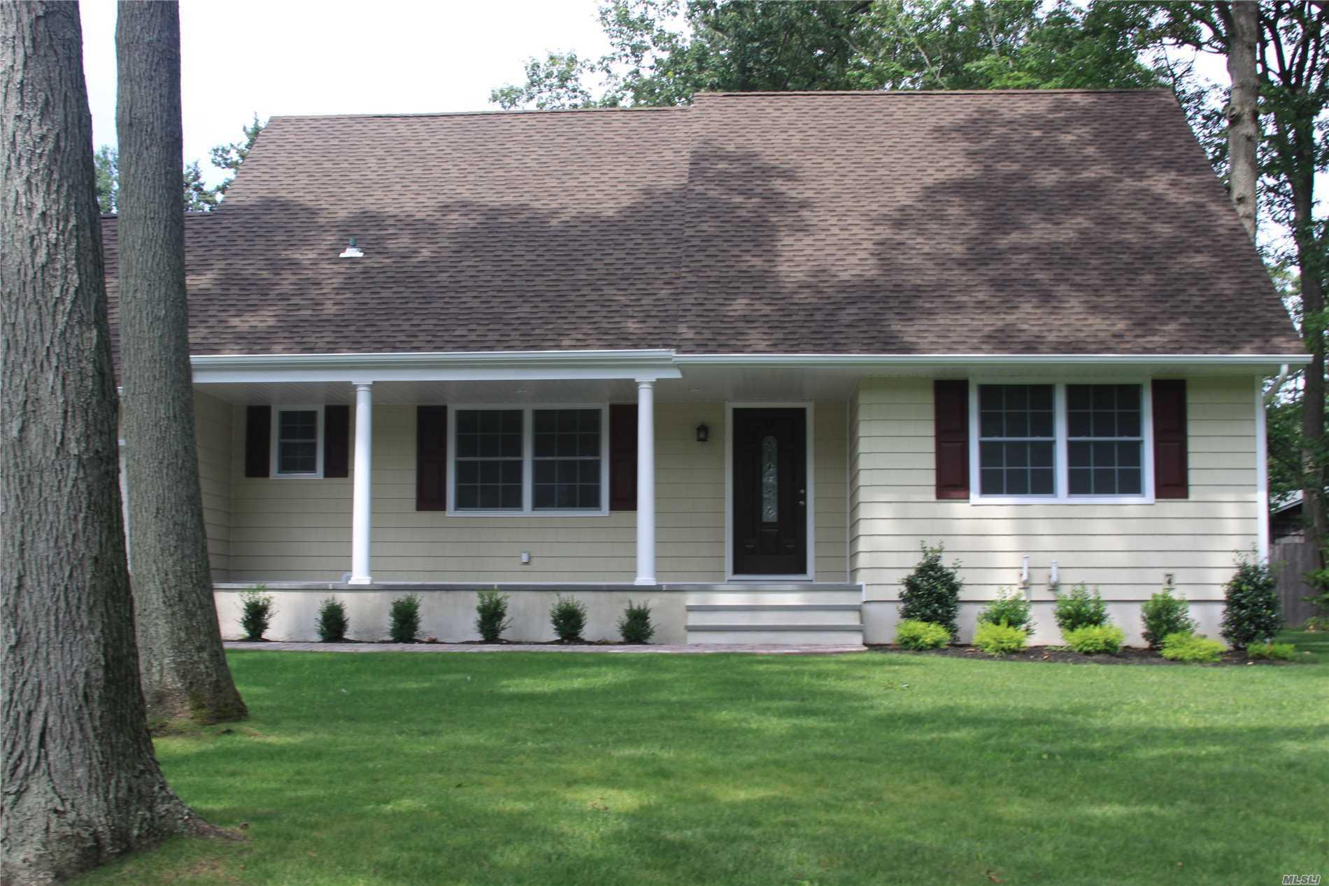 Photo of home for sale at 43 Cinderella Ln, Setauket NY