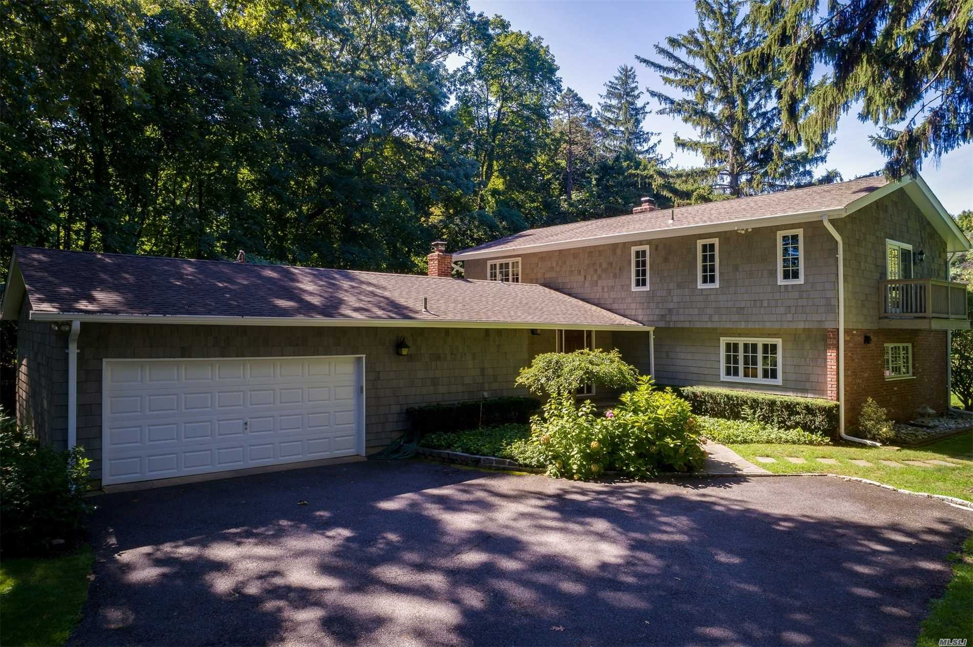 Photo of home for sale at 33A Frost Creek Dr, Lattingtown NY