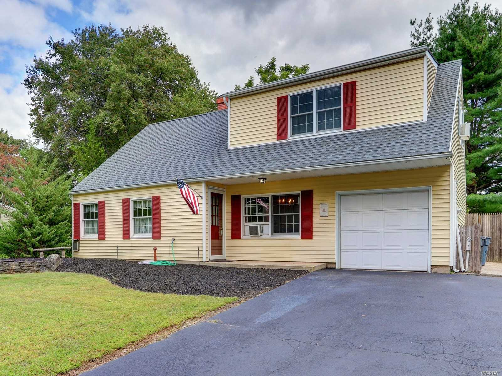 Photo of home for sale at 35 Redpine Dr, Medford NY