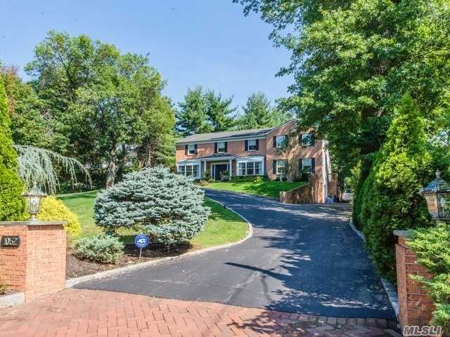 Photo of home for sale at 1062 Plandome Rd, Manhasset NY