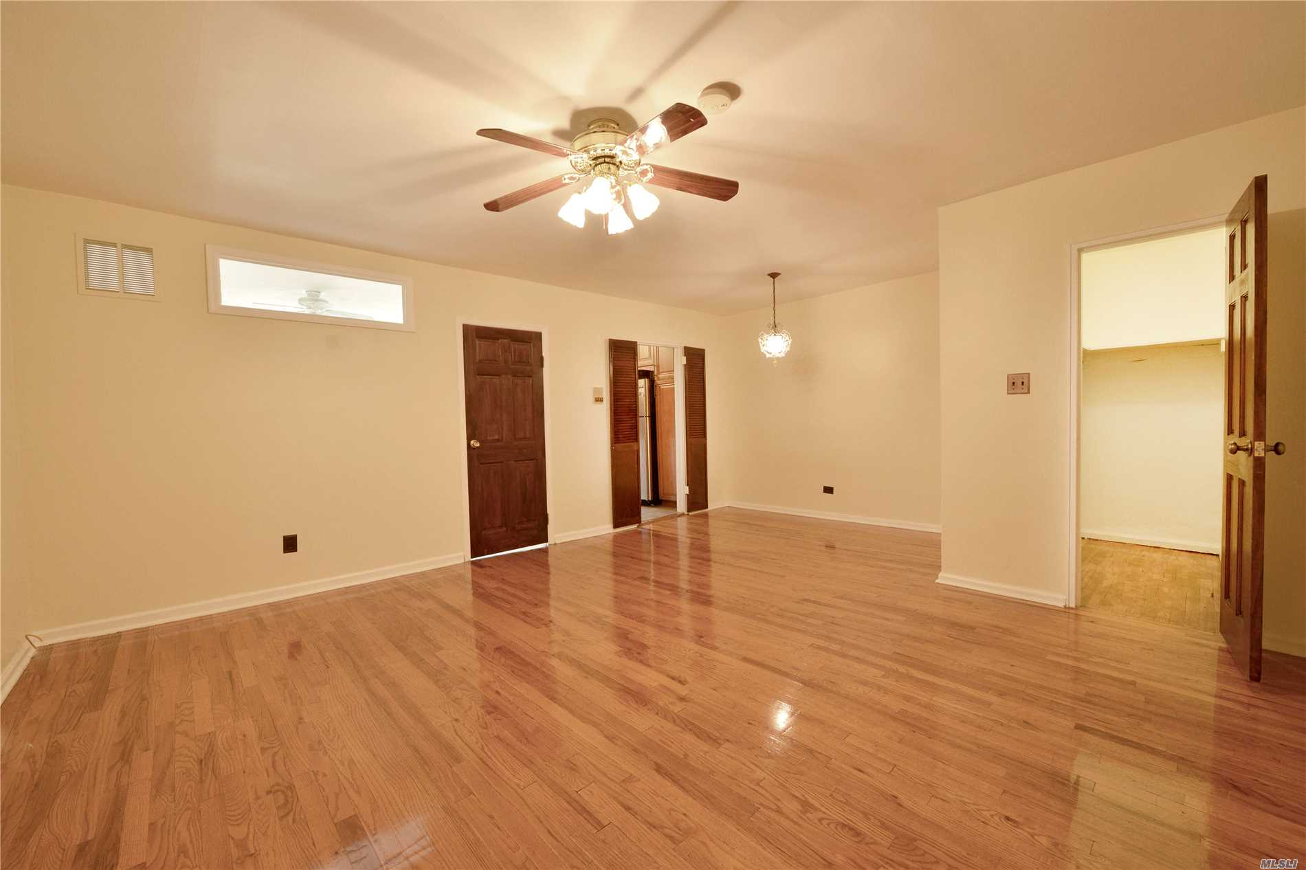 Photo of home for sale at 599 7 St E, Brooklyn NY