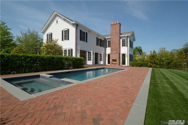 Photo of home for sale at 52 Quogue St, Quogue NY