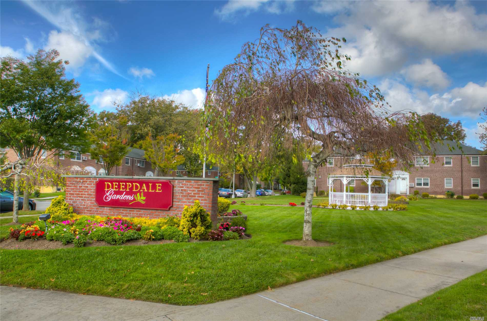 Photo of home for sale at 252-46 60th, Little Neck NY