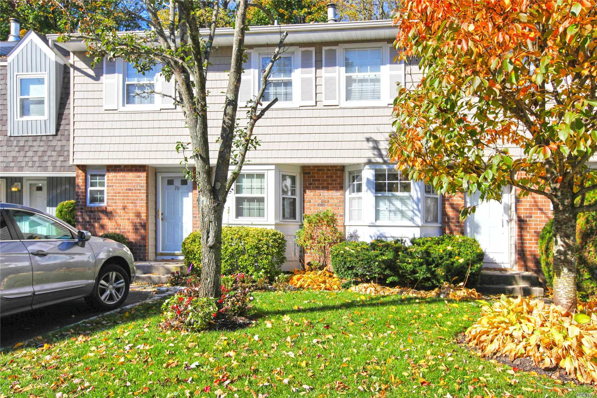 Property for sale at 70 W Aspen Dr, Woodbury,  NY 11797