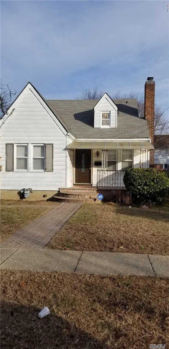 Photo of home for sale at 11 Brown Ave, Hempstead NY