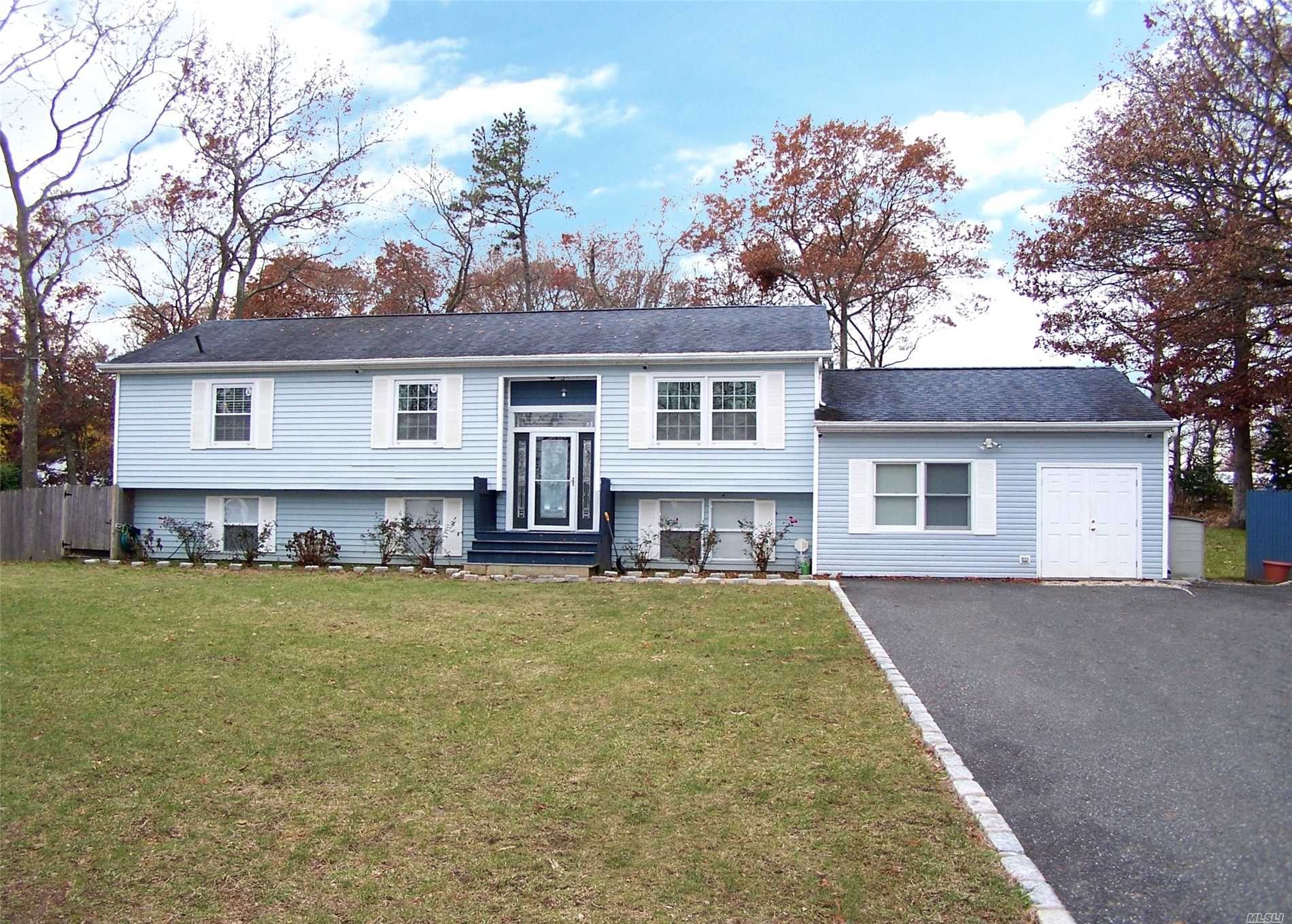 Photo of home for sale at 66 Miller Place Mid Rd, Mt. Sinai NY
